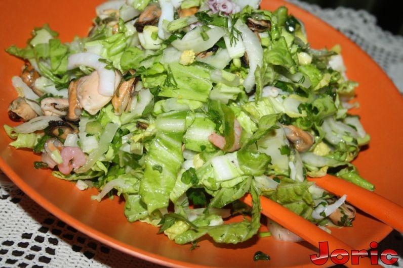 салат с пекинской капусты с морепродуктами